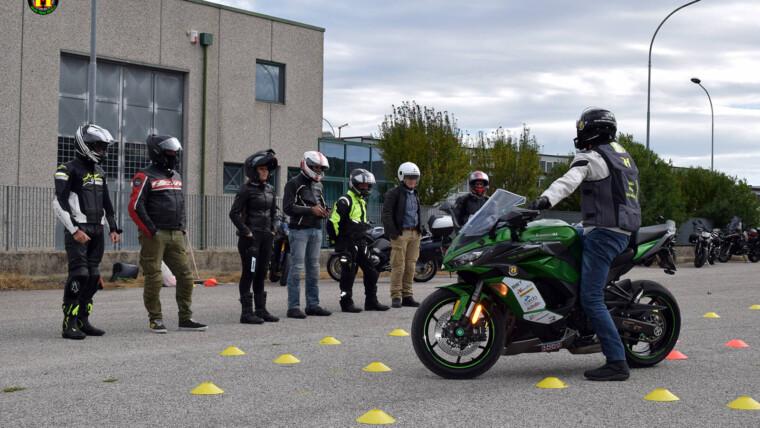 Tecniche di guida sicura in piazzale